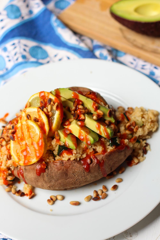 stuffed sweet potato with couscous recipe vegetarische süßkartoffel gefüllt vegan dish vegetatian dinner option summer menue food blogger germany berlin samieze-3