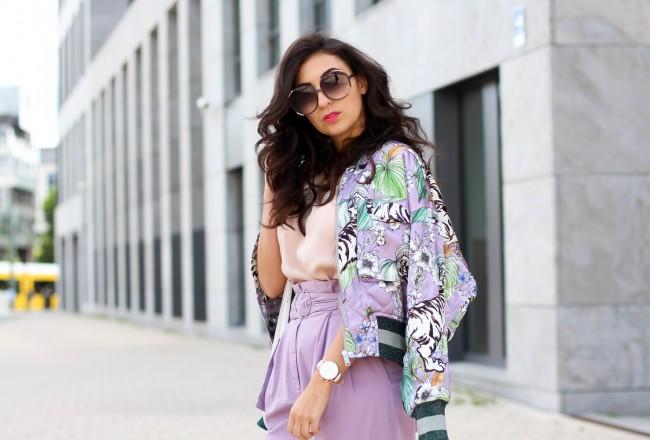 Styling Paperback Pants s retro outfit lilac zigarettenhose lila bomberjacke H&M Trend outfit berliner fashion week modeblog fashionblog deutschland samieze-15