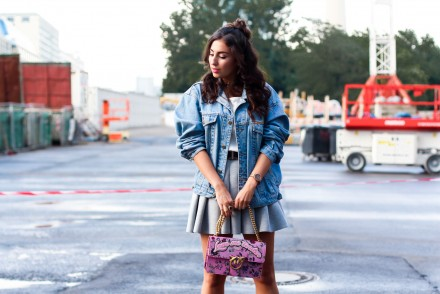 pinko pink flower bag skater skirt vintage denim jacket women outfit berlin modeblog fashionblog deutschland samieze