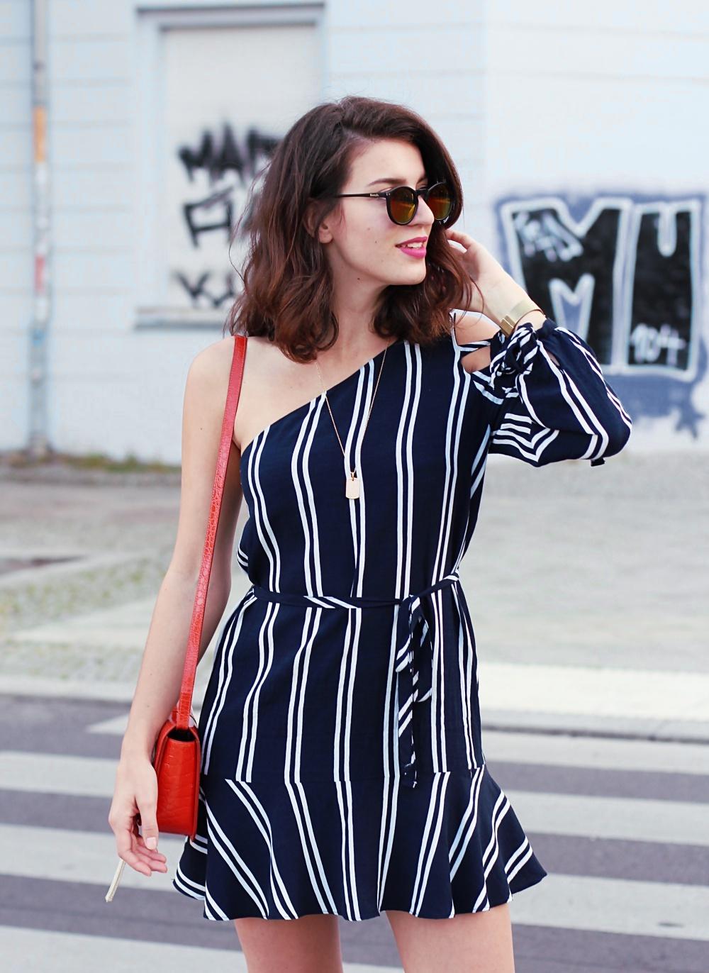 zara look summer asymmetric dress stripes striped dress fashion blogger berlin samieze ruffle trend