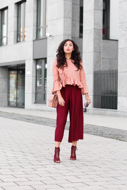 pleated culotte monki kombinieren rüschen bluse ruffles blouse palazzo pants styling elegant adax bag autumn colours fashionblogger modeblog deutschland sommer look samieze berlin_-10