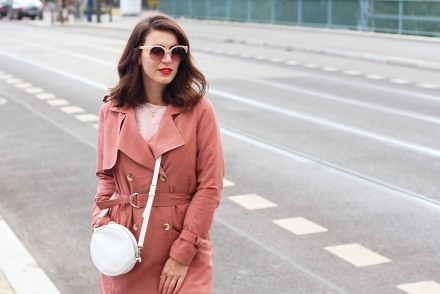 the trench vila pink duster coat autumn cold berlin streetstyle blog outfit inspiration how to style blush colors trend
