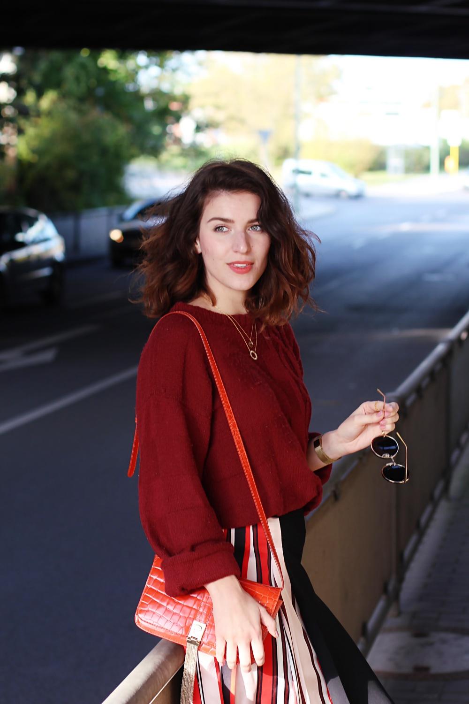 Striped Skirt Red Jumper midi skirt stripes color trend pantone 2017 autumn fall winter streetsttyle street style blog berlin samieze