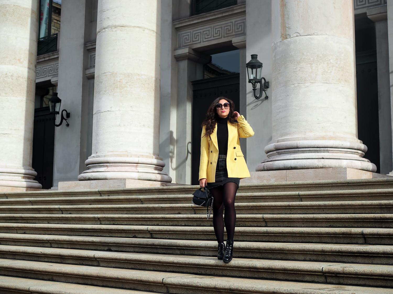 yellow blazer zara denim mini skirt combination uterque lace up boots rock kombinieren im herbst fashionblogger mode blog samieze berlin_