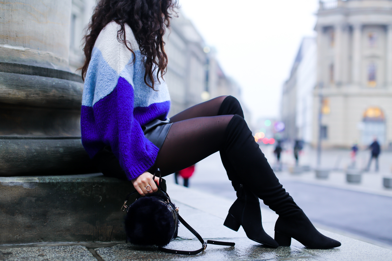 leathershorts and overknee boots flache overknees ledershorts kombinieren im herbst gestreifter rollikragen mango fashionblogger mode blog samieze berlin_-2