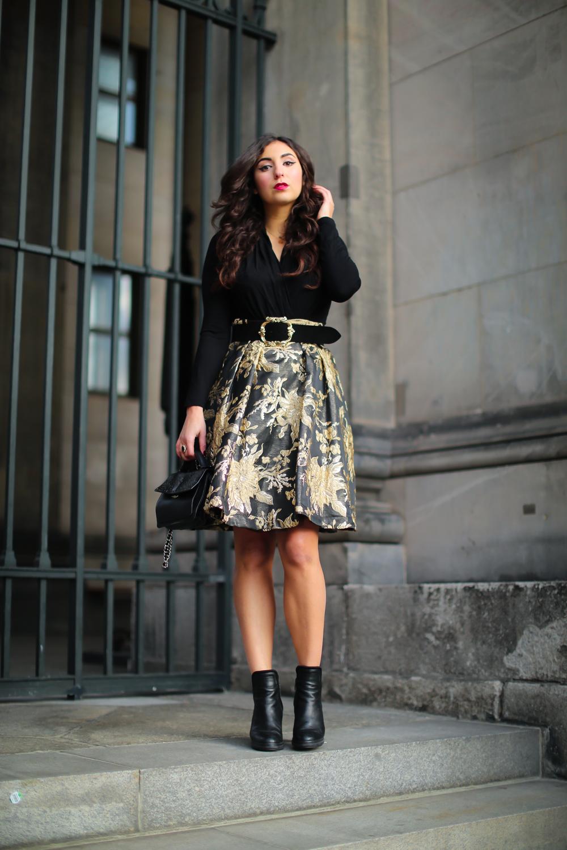 madeleine festive outfit inspiration jacquard midi skirt gold midirock mode blog samieze berlin
