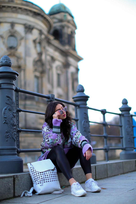 winter athleisure bomberjacket outfit winterlook sporty streetstyle herbst asics gel lyte III bomber jacke H&M Trend Kiomi Lilac Oversize Sweater mode blog samieze berlin_-4