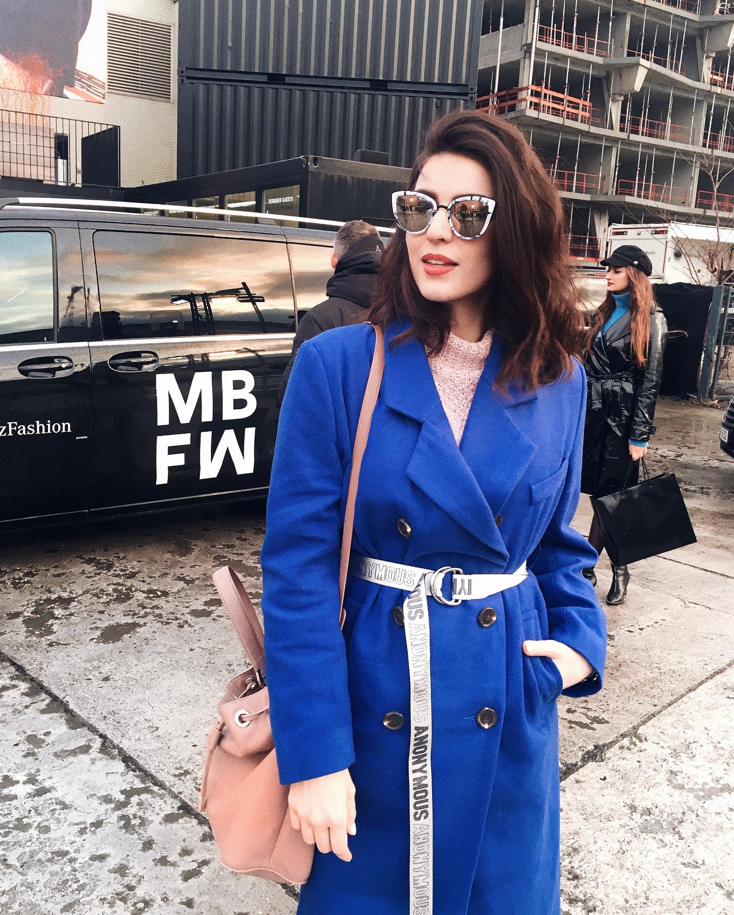 fashion week berlin blue bleted coat asos bucket bag aigner