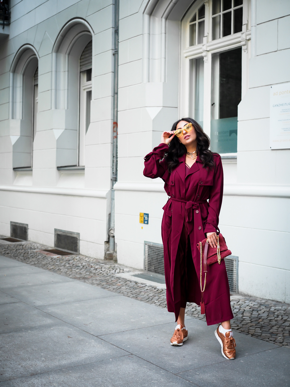 styling statement sneakers copper reeboks stockholm burgundy coat nakd sporty spring streetstyle fashion blog modeblog berlin blog samieze-10