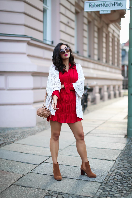 loavies red mini dress cardigan boho combination knit dress boots summer look streetstyle fashion modeblog berlin blog samieze