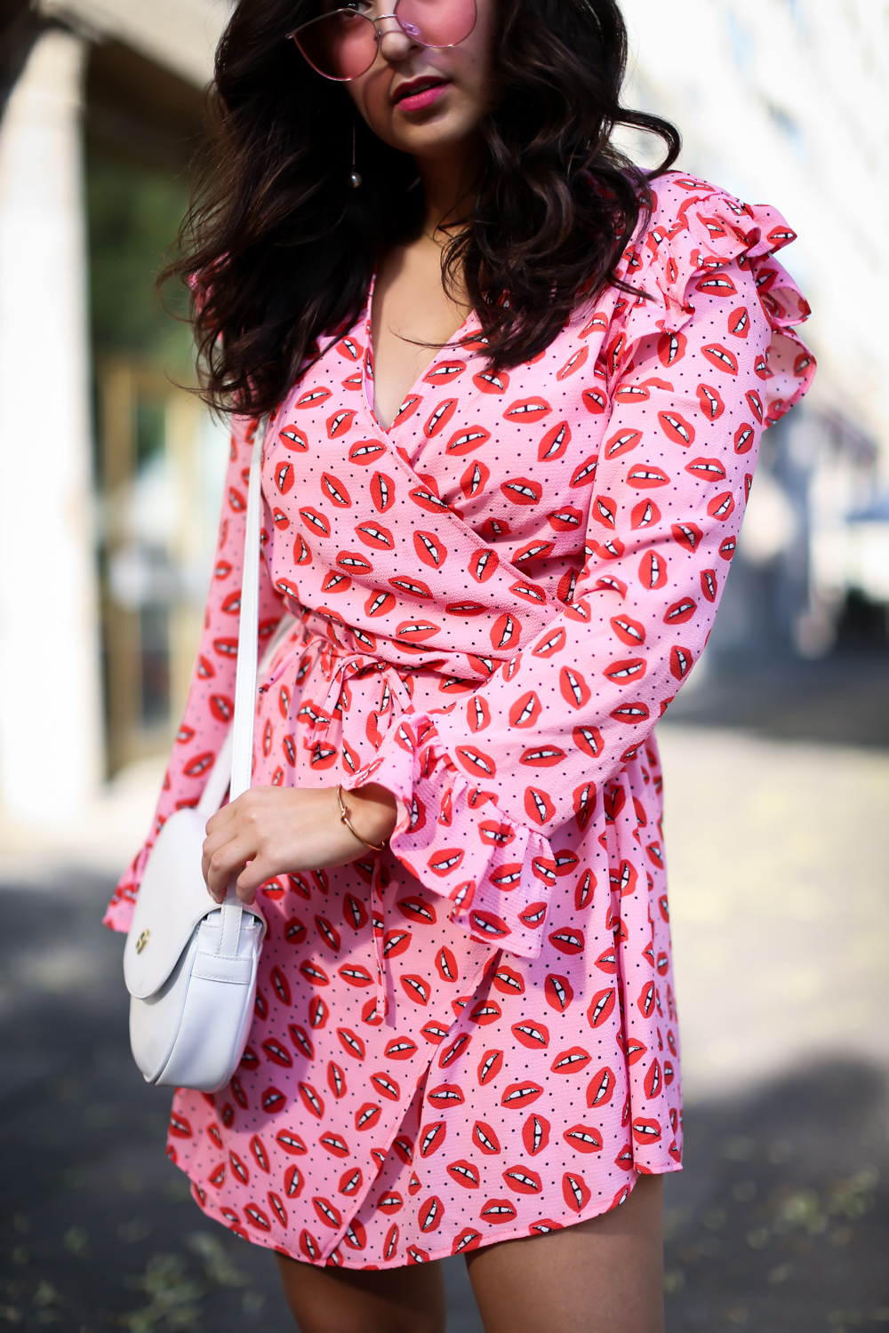 loavies wrap dress pink white scarosso boots trench coat hm white aigner bag preppy party summer look streetstyle fashion modeblog berlin blog samieze