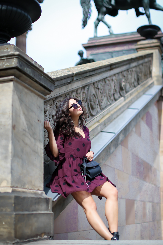 nakd ruffled mini dress adax bag biker boots summer look streetstyle fashion modeblog berlin blog samieze