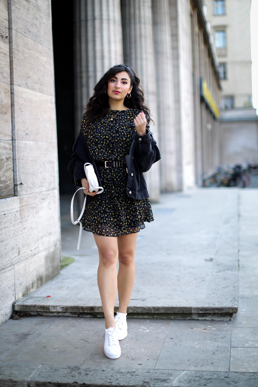 loavies flower dress and denim jacket oversize jeansjacke chic spring look 2019 frühlingslook fashionblog modeblog berlin