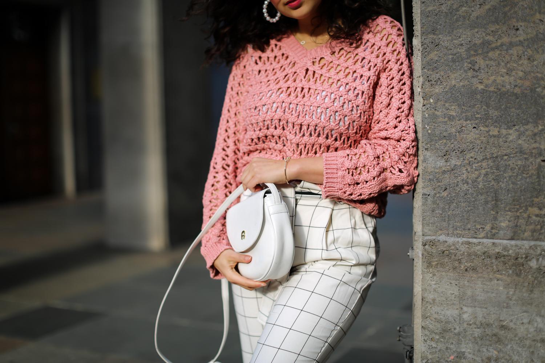 chiquelle pink sweater white pants mango chic summer look pantoletten stylen 2019 frühlingslook fashionblog modeblog berlin-11