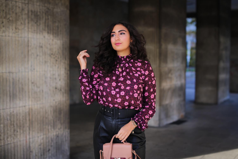 winterlook 2019 leatherpants with flowerblouse fall fashion winter fashion loavies adax outfit inspiration preppy chic samieze fashionblog modeblog berlin-9