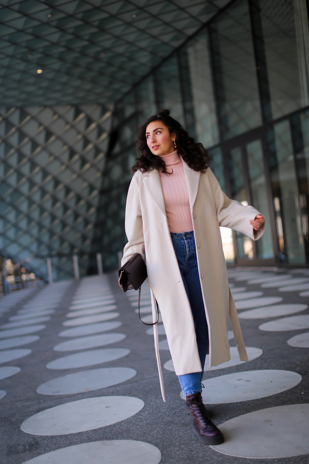 mom jeans white weekday wool coat casual spring outfit samieze modeblog spring style 2020 berlin